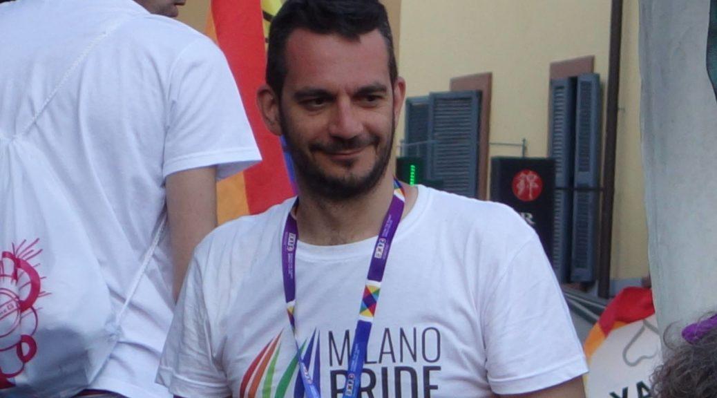 Roberto Muzzetta sul paldo del Milano Pride
